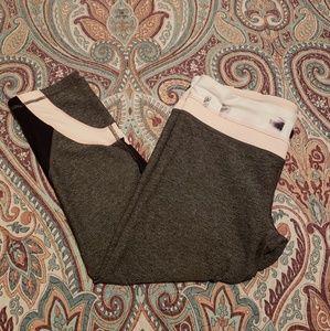 EUC Lulu crop pant. Size 10